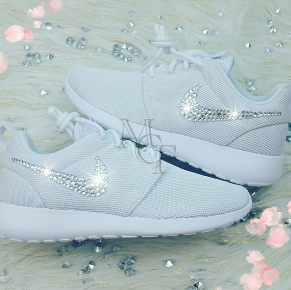 9f8dcad9216 White nike roshe custom with Swarovski Crystal